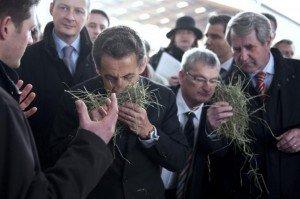 Agriculture : Voeux de Nicolas Sarkozy : du vent, du mépris et des grenades lacrymogènes ! dans Agriculture 678345_france-s-president-nicolas-sarkozy-visits-a-farm-in-mittelhausen-eastern-france-300x199