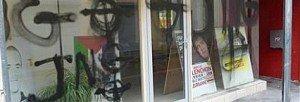 Tags néo-fascistes et menaces de mort sur les locaux du PCF à Givors (Rhône)  dans PCF tags-nationalistes-et-menaces-de-mort-sur-la-vitrine-de-la--300x102