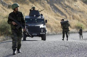 Turquie : nouvelle vague d'arrestations contre les Kurdes dans International turc_armee-300x199