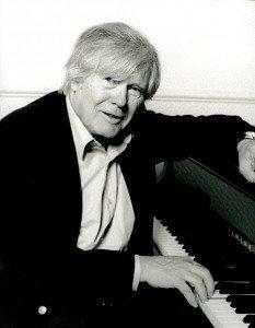 Claude Duneton nous a quittés dans Hommages claude-duneton-au-piano-49-233x300