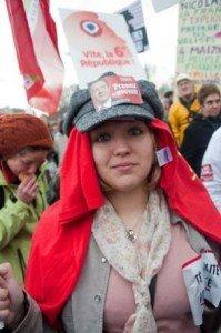 Enquête Ifop : Forte progression du Front de Gauche chez les 18-24 ans et les ouvriers non qualifiés dans Chomage 2012-03-30bastille-jeunes-199x300