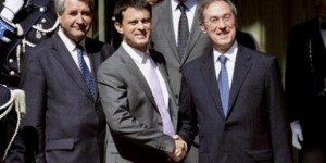 Immigration : Plus que jamais à l'aile droite du PS, Manuel Valls marche dans les pas de Guéant dans POLITIQUE gueant-valls-300x150