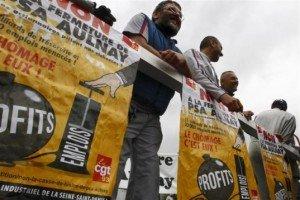 Les Député-e-s Front de gauche ont déposé une proposition de loi visant à interdire les licenciements boursiers dans Assemblee nationale psa131-300x200