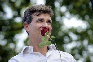 Arnaud Montebourg bien à la peine à la Fête de la Rose dans Chomage montebourg-300x199