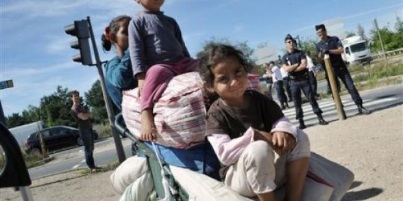 Roms : Les conditions de vie inacceptables dans les camps ne peuvent conduire à jeter à la rue des enfants, des femmes et des personnes âgées. dans Discriminations roms_71