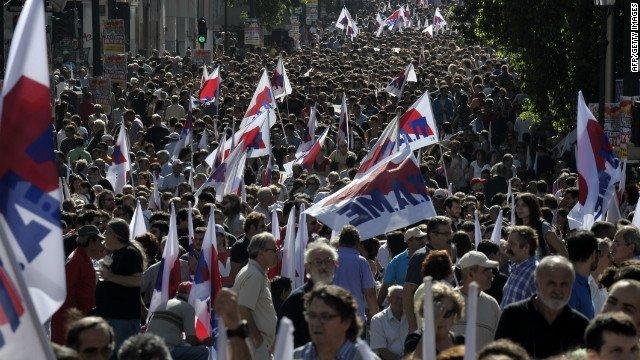 Des milliers de Grecs dans la rue pour manifester contre l'austérité imposée par la Troïka dans Austerite 4_grece