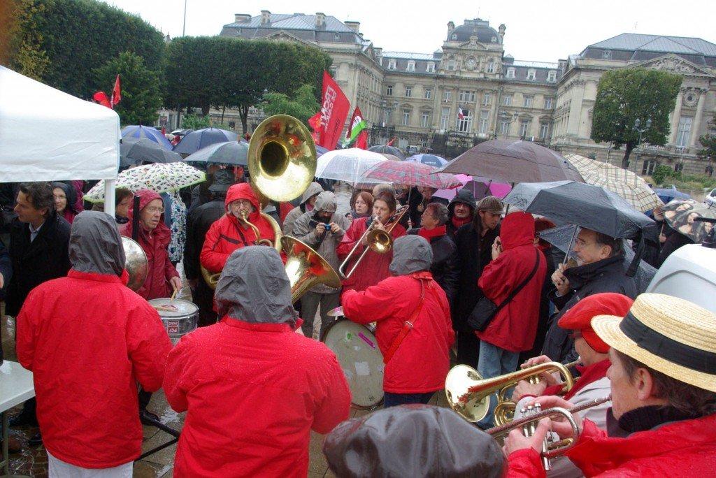 Lille, le 13 octobre : Les militants du Front de Gauche disent non à la politique d'austérité dans Austerite pcf_fdeg2012010.13.05