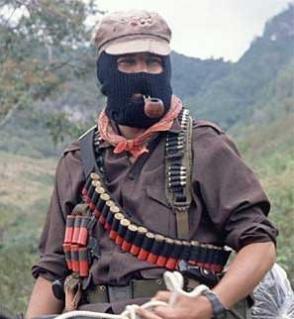 Le 21 décembre, 40 000 Indiens zapatistes ont manifesté silencieusement dans les rues des grandes villes du Chiapas (Mexique) dans Amerique latine marcos2