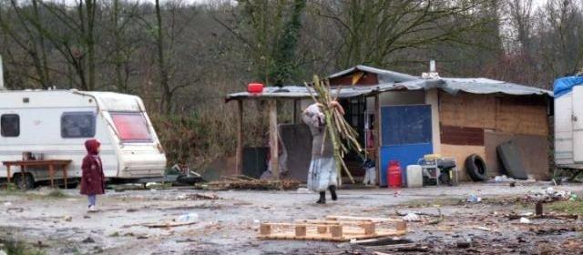 Le petit Noël des enfants roms à Villebon dans France noel1