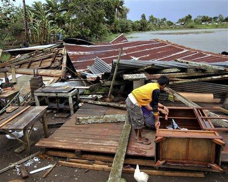 Le typhon Bopha fait au moins 239 morts et des centaines de disparus aux Philippines dans INFOS typhon