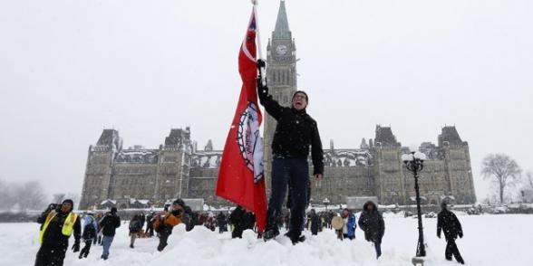 Theresa Spence en grève contre la faim pour dénoncer la politique du gouvernement Harper dans Canada canada