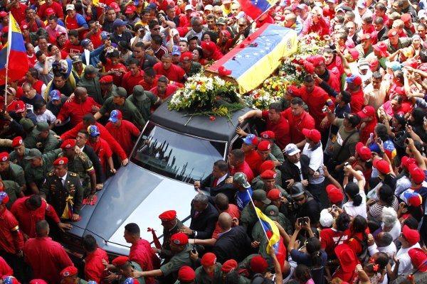 Des millions de Vénézuéliens rendent un dernier hommage à Hugo Chavez dans Venezuela chavez5