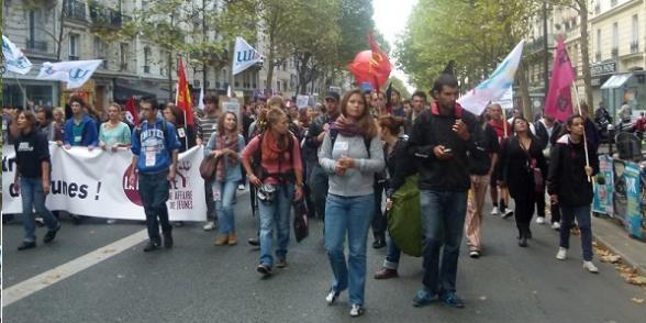 Pot de non-départ à la retraite devant l'Élysée dans France jeunes-retraite1