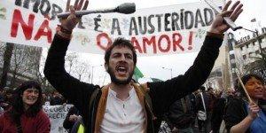 Austérité : Des milliers de Portugais dans la rue contre la politique d'austérité imposée par la Troïka  dans Austerite portugal2-300x150